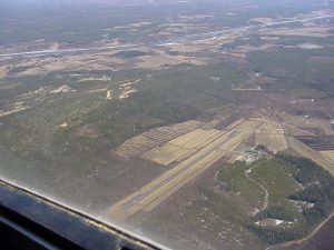 Ahmosuo field from the air on 4.5.2004. Oulu River in the background. Photo Ari Vaulo.
