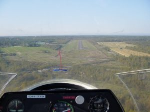 Landing on runway 30. 13.9.2003. Photo Ari Vaulo.