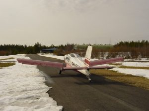 Airfield taxiway 17.4.2003. In the background the hangar area. Photo Ari Vaulo