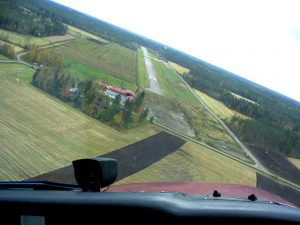 Runway 26 approach line 3.10.2005. Photo by Pekka Lehtinen