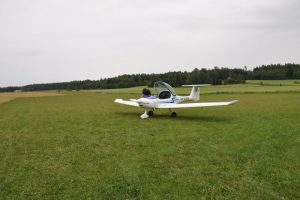 Ground view from the summer of 2010. The picture shows the runway 25 traffic pattern mast. Photo: Timo Hyvönen.