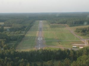 Runway 03 final approach. Photo by Tuomas Kuosmanen. (Click to enlarge)