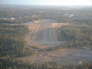 On final approach to Hyvinkää runway 22. Photo by Håkan Sandberg.