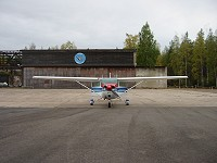 The parking area in front of the hangar. Photo Juuso Korhonen.