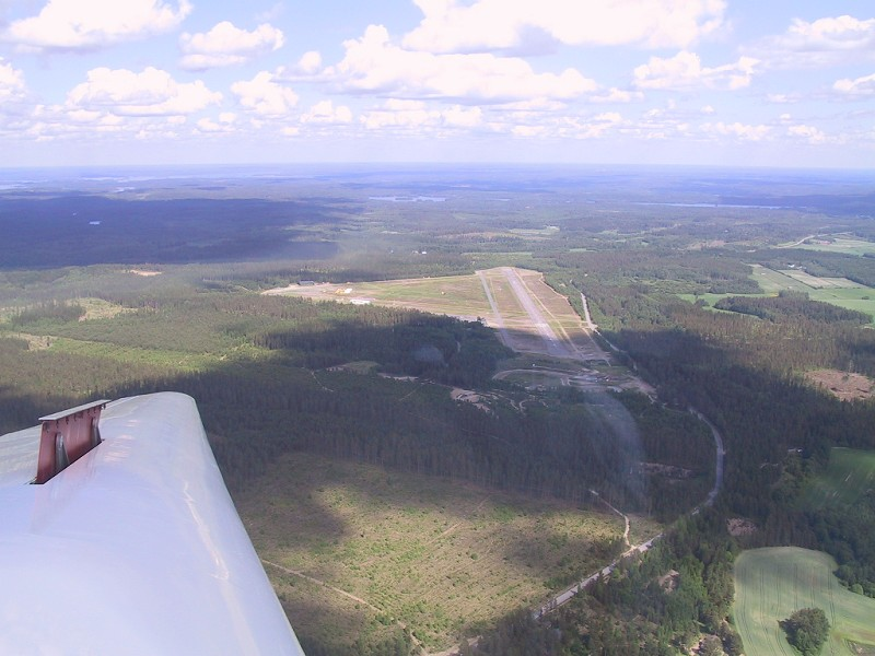 On the base leg for RWY 07, Picture by: Esa Haakana.