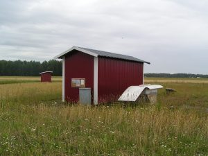 International Terminal (pre-flight building) and the domestic terminal (dry toilet). Photo Martti Kujansuu.