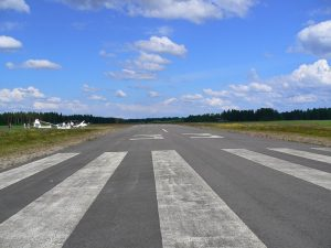 Glider activities in Pieksämäki. Picture shows runway 33 and the field operations in the summer of 2005. Photo Hannu Katajisto.