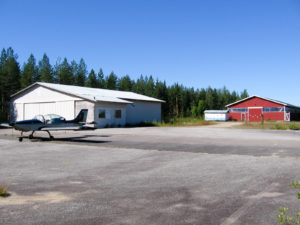 The field at the southern end is a completely empty hangar and the crumbling office cubicle. The red building at the end is a riding manege. Taken: 17.8.2015. Picture: Veikko Karasvirta