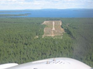 Vaala Airport from the air as seen from the direction of the runway 09 in the summer of 2004. In the background is he magnificent Oulujärvi. Kuva Teemu Nivala.